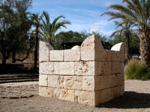 Beersheba-four-horned-altar-tb110702422